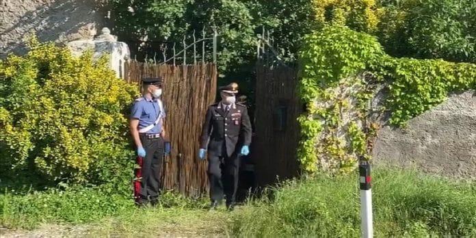 Carabinieri sul luogo del ritrovamento