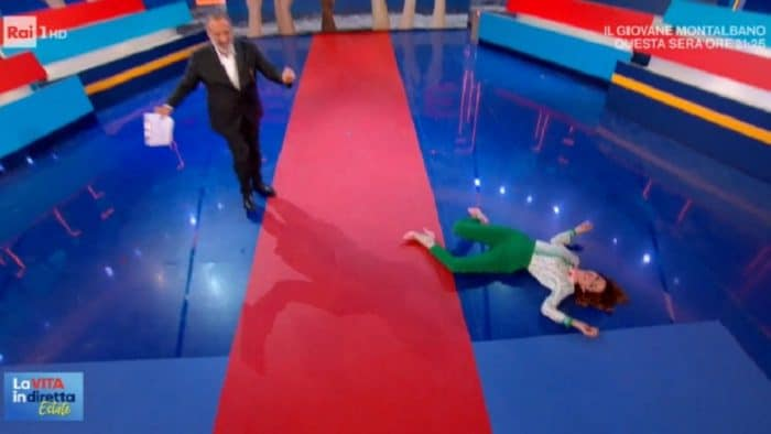La vita in diretta estate, Andrea Delogu su butta sul pavimento