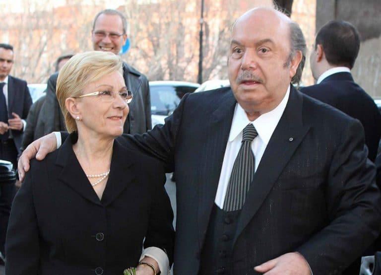 """Lino Banfi afflitto per la malattia della moglie """"Le sto provando tutte"""""""