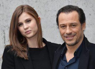 Stefano Accorsi e la moglie