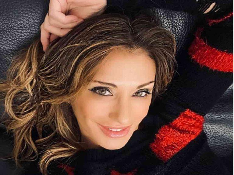 Sabrina Salerno manda in delirio i suoi fans con un scatto a bordo piscina