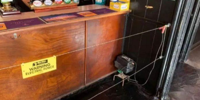 Campo elettrico intorno al bancone di un bar