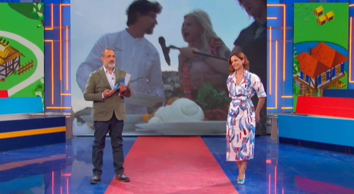 La vita in diretta estate, Andrea Delogu senza una scarpa