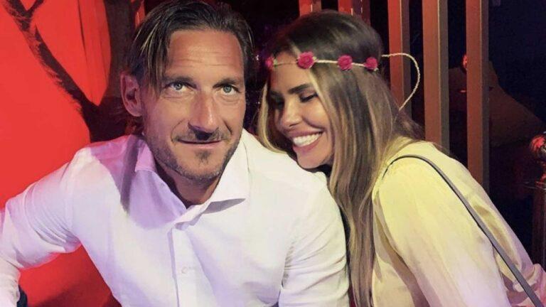 """Ilary Blasi e Francesco Totti in vacanza a Mosca, i fan: """"Attenti, è pericoloso"""" (FOTO)"""