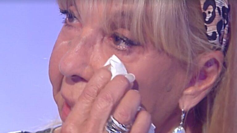 """Wilma Goich piange in diretta per la morte della figlia: """"Mi manca…"""""""