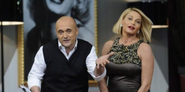 """Simona Ventura chiama Alfonso Signorini prima dell'ingresso di Bettarini al GF Vip """"Preoccupata per una cosa"""" (VIDEO)"""