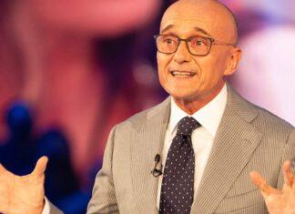 Alfonso Signorini patto con i concorrenti