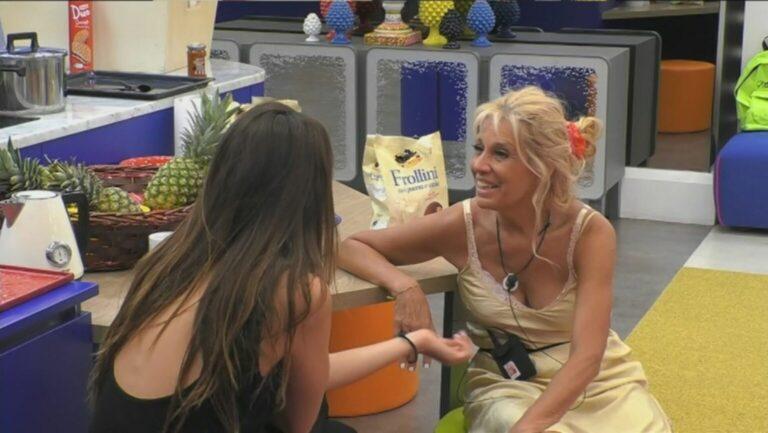 """GF Vip, Sonia Lorenzini stronca Maria Teresa Ruta: """"È molto eccessiva…"""""""