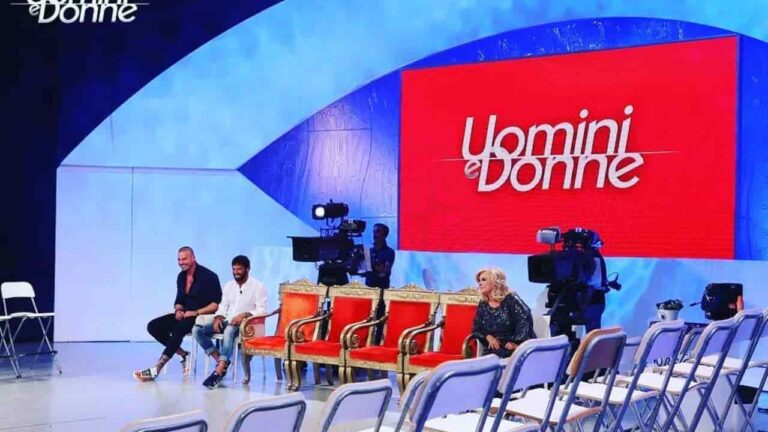 """Uomini e Donne, storica dama lascia il programma disperata: """"Finisce qua"""" (FOTO)"""