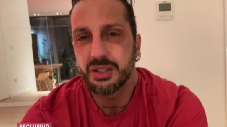 """Fabrizio Corona, Polizia irrompe di notte a casa sua: """"Ora mi taglio la gola…"""" (VIDEO)"""