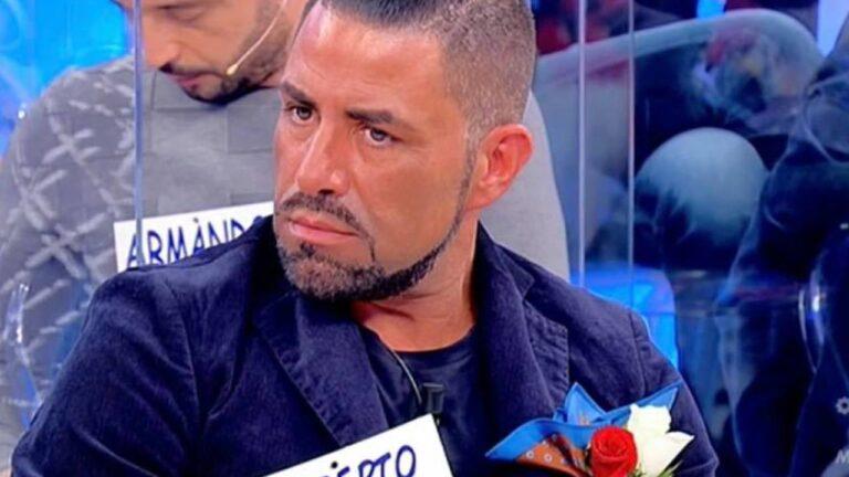 """Uomini e Donne, Roberto sbotta dopo essere stato cacciato: """"Errore grandissimo, hanno tagliato 3 scene"""" (FOTO)"""