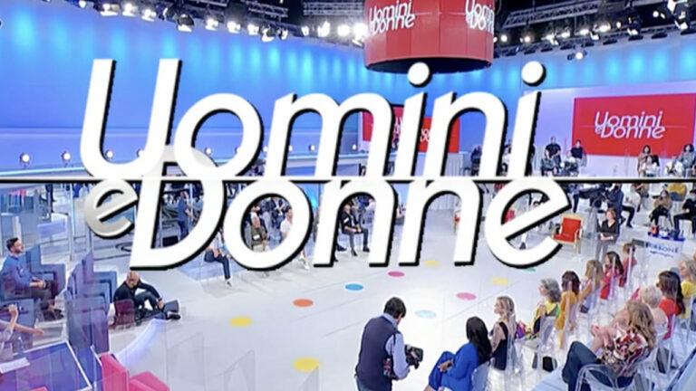 """Uomini e Donne, ex dame contro il programma: """"Fanno bullismo, tagliano le scene"""" (VIDEO)"""