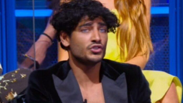 Akash Kumar contro Isola dei famosi
