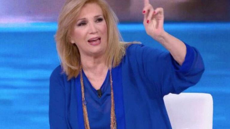 """Iva Zanicchi senza freni, gelo in studio: """"Quella volta con la carta igienica…"""""""
