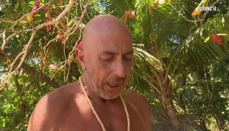 """Isola dei Famosi, Roberto Ciufoli bersaglio degli altri naufraghi. Lui sbotta: """"Sono serpenti"""""""