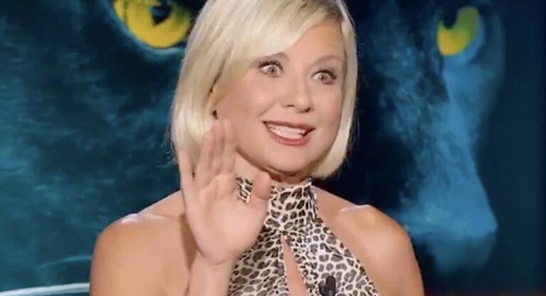 """Antonella Elia, il retroscena sulla lite con Samantha De Grenet: """"Mi hanno detto di dirlo"""" (VIDEO)"""