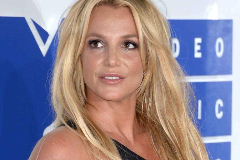 "Britney Spears arrabbiata e delusa, annuncia ""I Quit"""